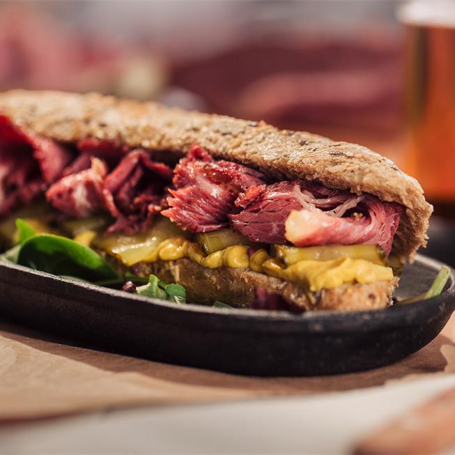 Sandwich cu brisket de vită