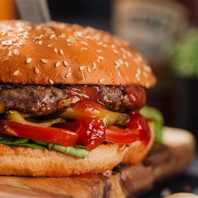 Burger de vită cu cheddar, pe gustul lui Cosmin