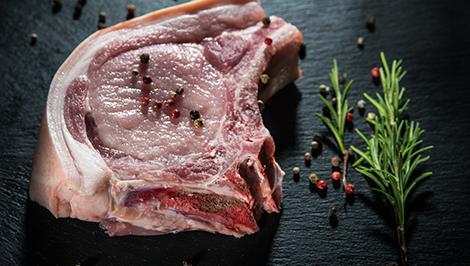 Cotlet de porc cu os și sorici